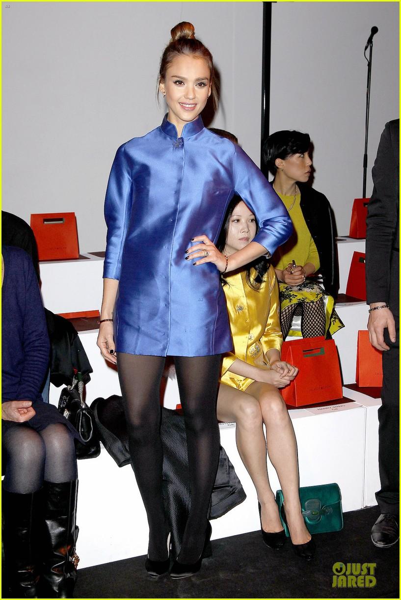 jessica alba shiatzy chen fashion show 062825635