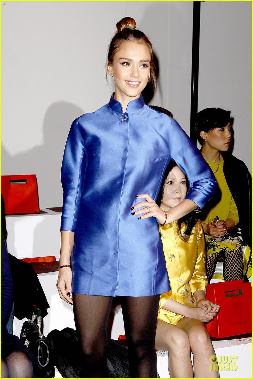 jessica alba shiatzy chen fashion show 072825636
