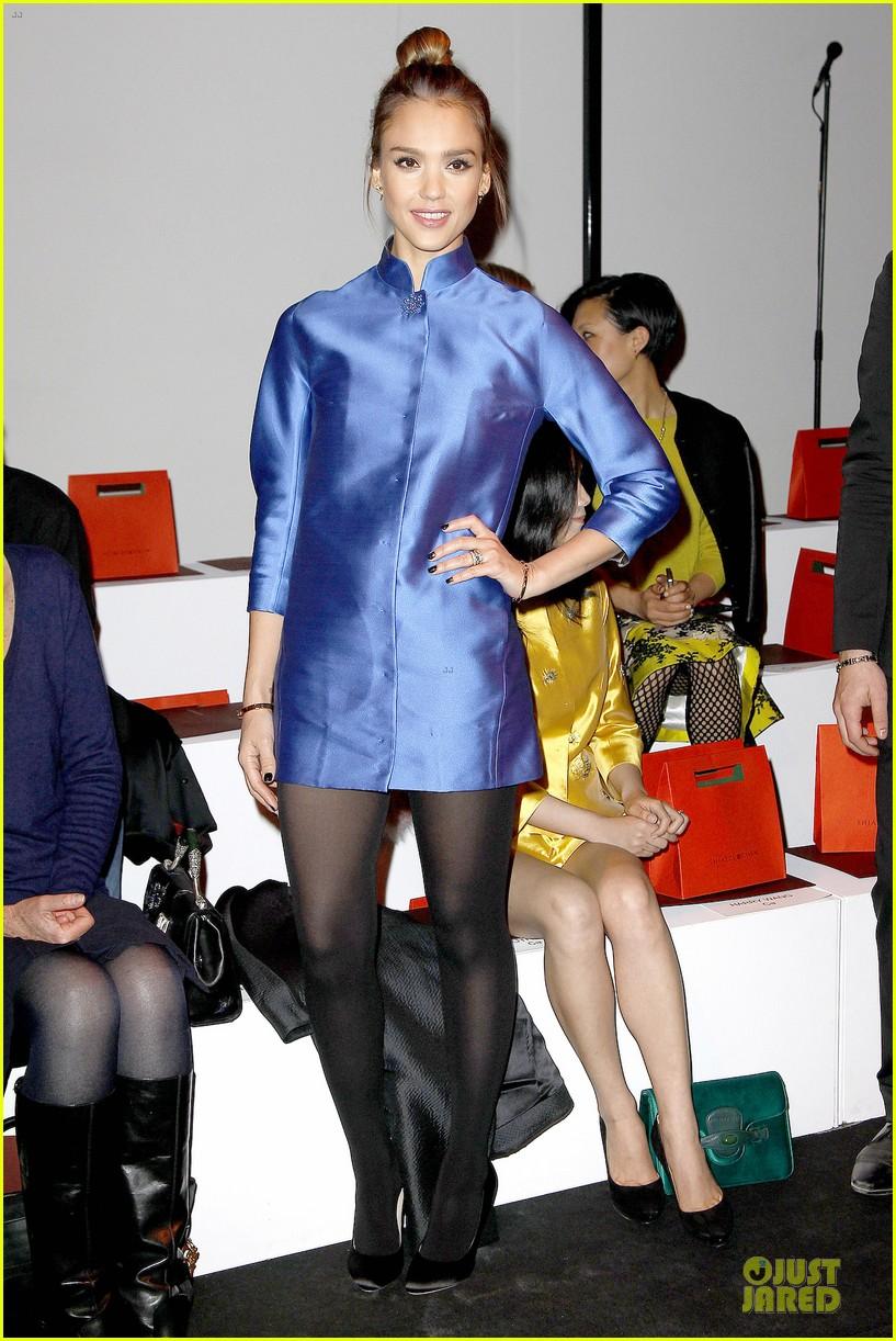 jessica alba shiatzy chen fashion show 092825638