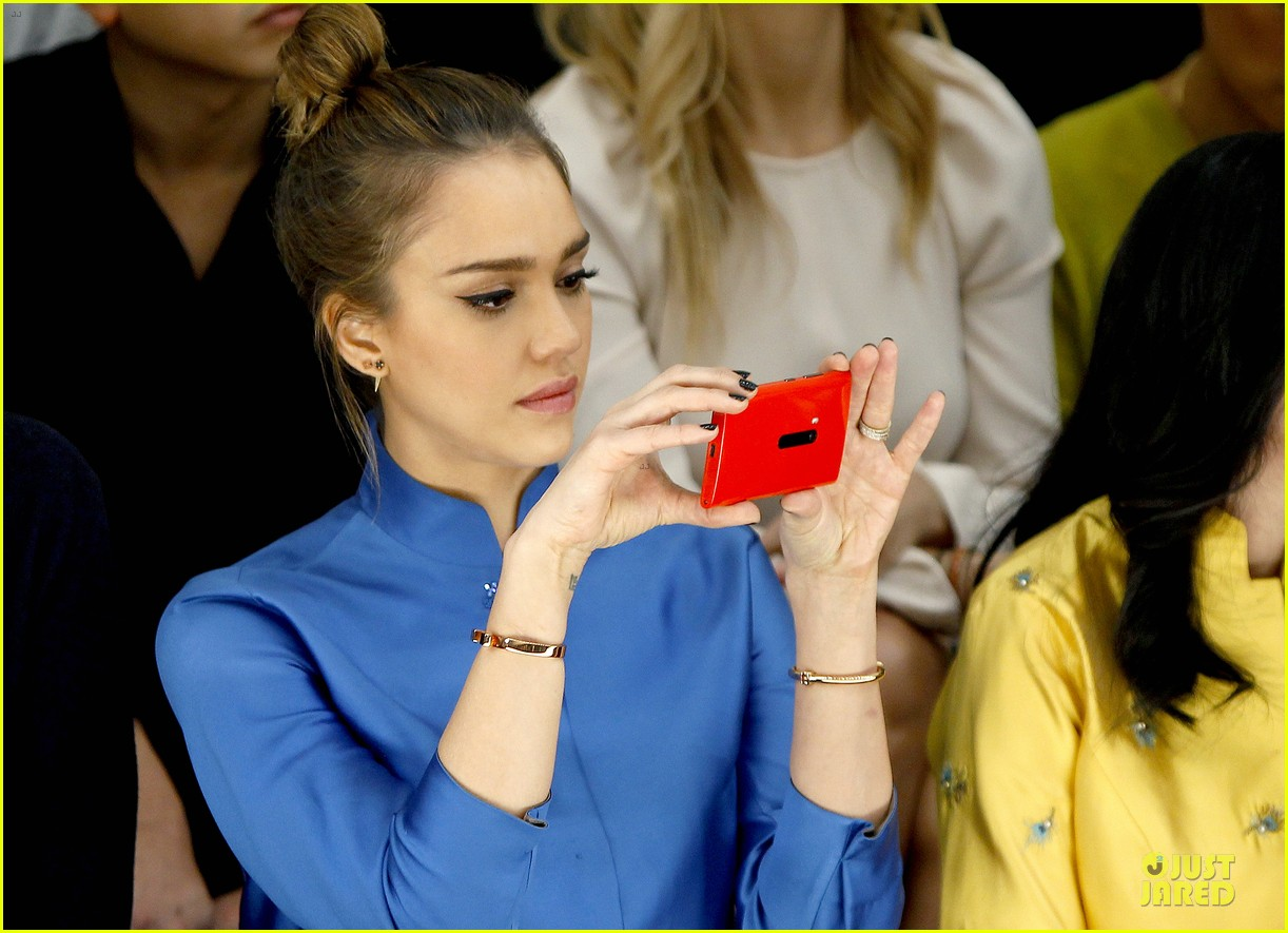 jessica alba shiatzy chen fashion show 132825642