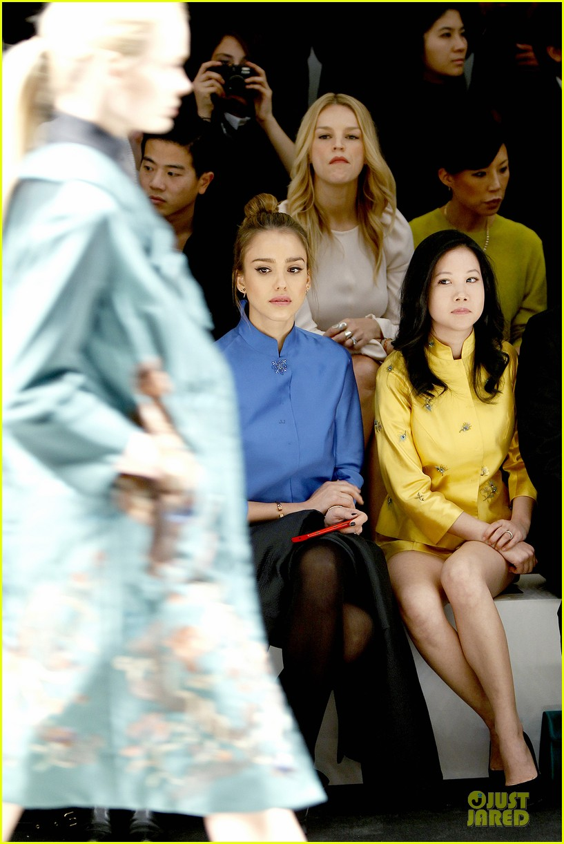 jessica alba shiatzy chen fashion show 142825643