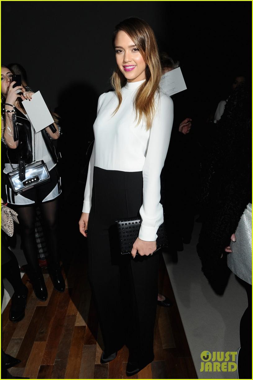 Jessica alba fashion show 7