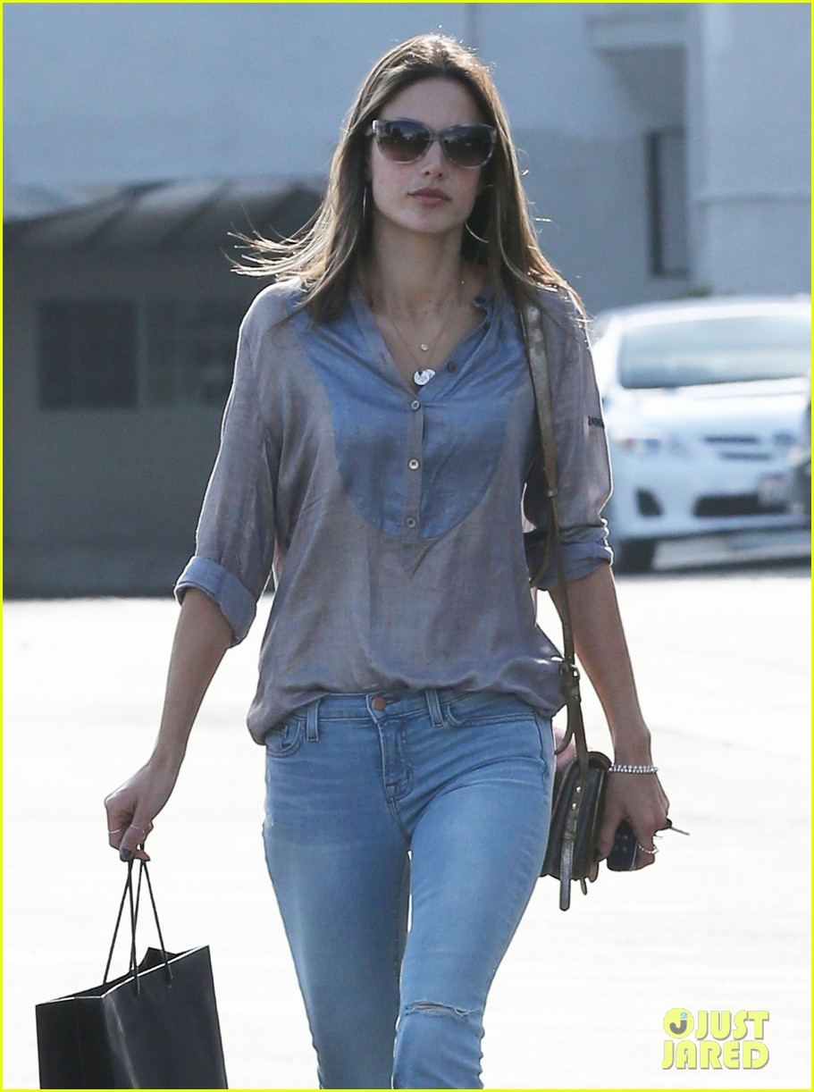 alessandra ambrosio coffee shopping stops 07