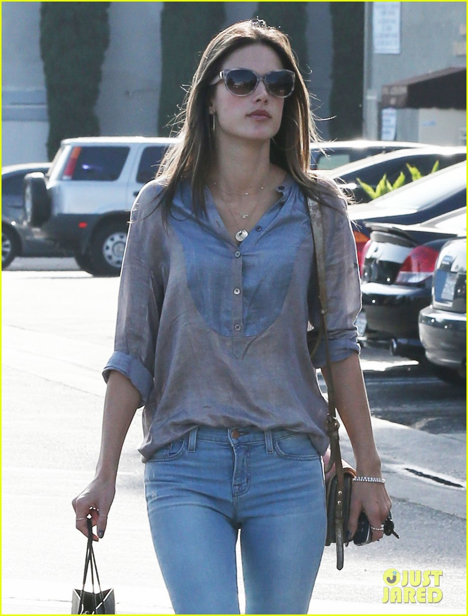 alessandra ambrosio coffee shopping stops 102838646