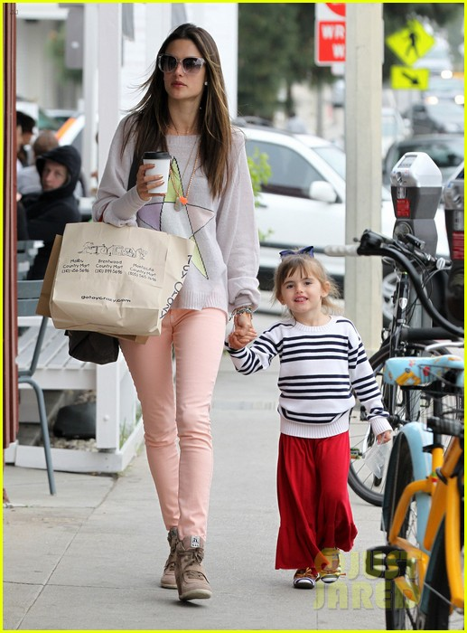 alessandra ambrosio fred segal shopper 01