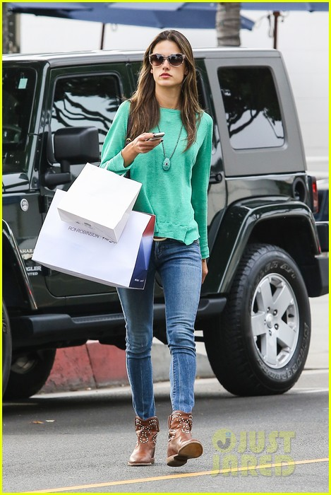 alessandra ambrosio fred segal shopper 042833197