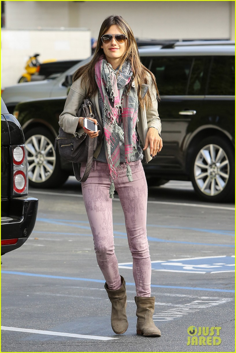 alessandra ambrosio brentwood country mart beauty 032840998