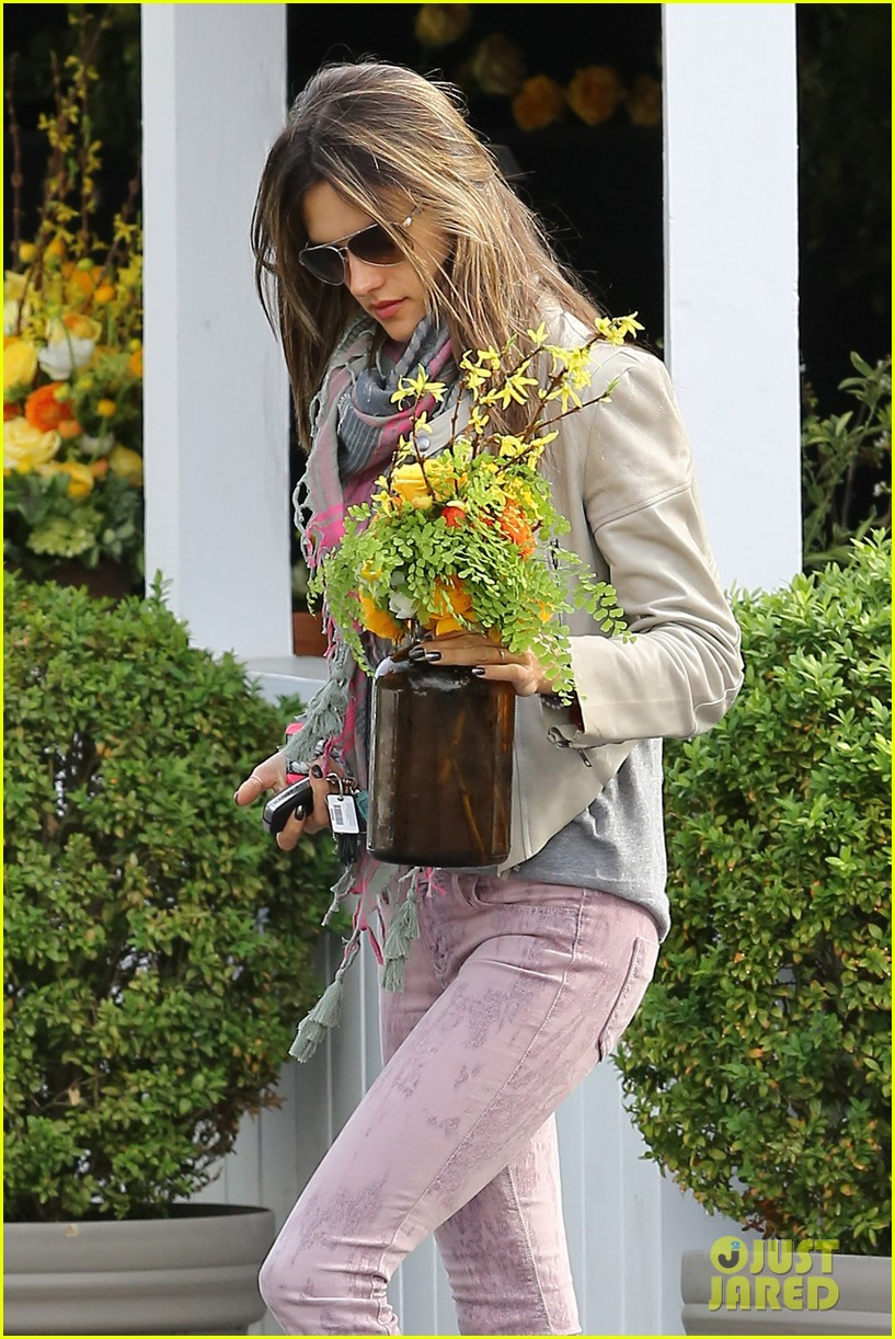 alessandra ambrosio brentwood country mart beauty 042840999