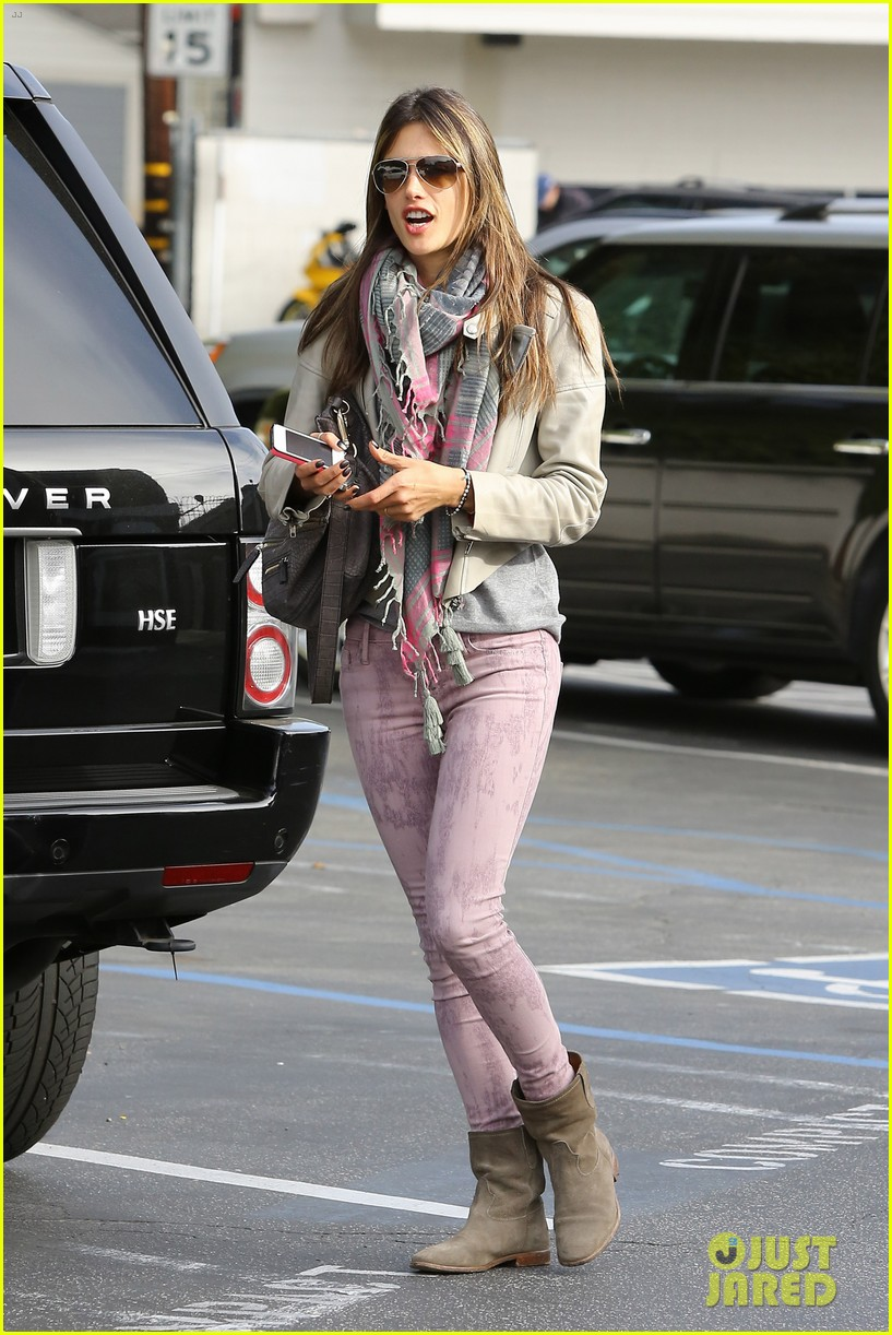 alessandra ambrosio brentwood country mart beauty 052841000