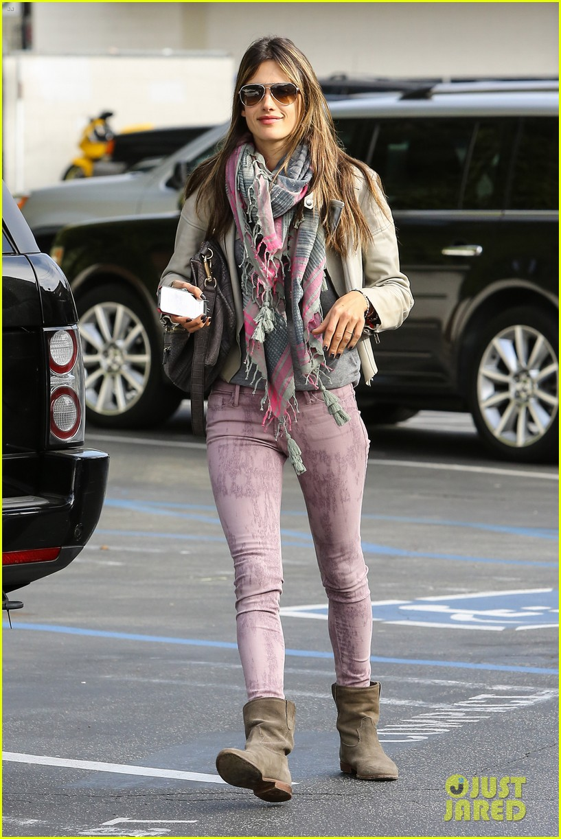 alessandra ambrosio brentwood country mart beauty 06