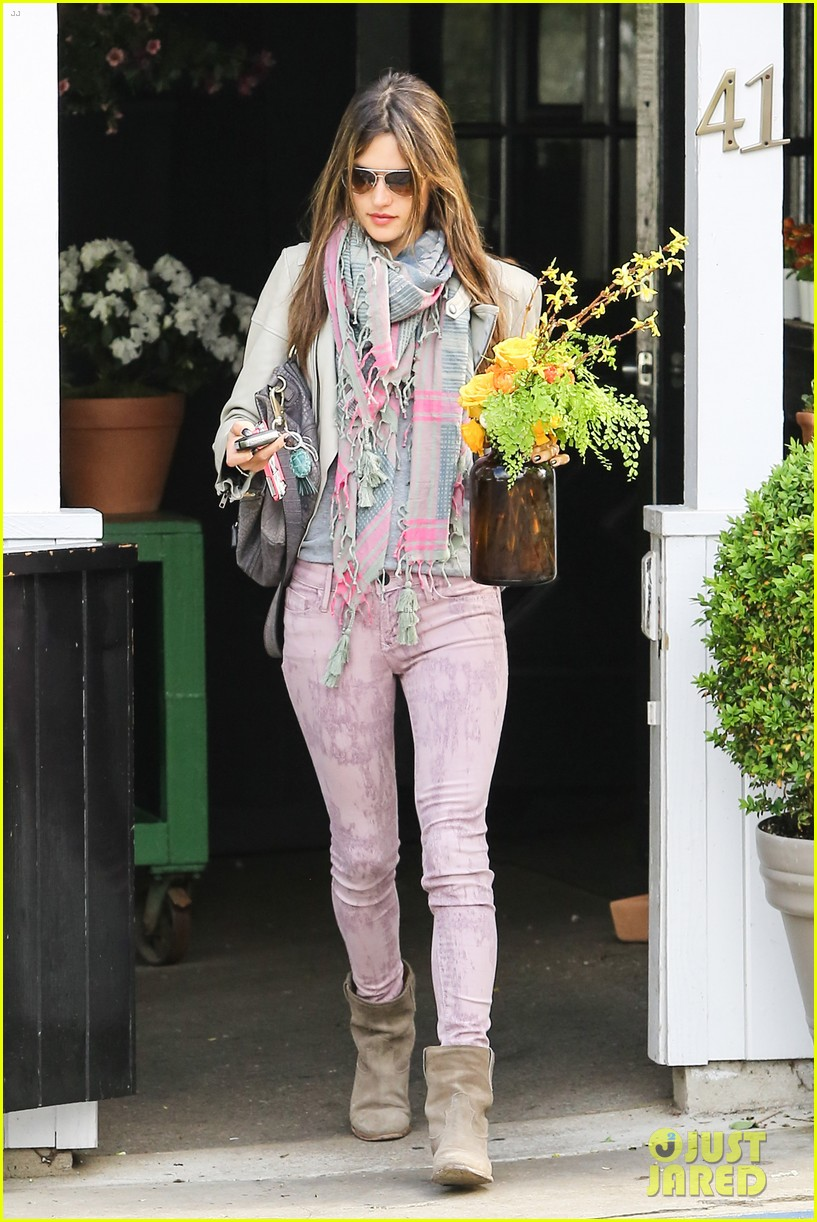 alessandra ambrosio brentwood country mart beauty 102841005
