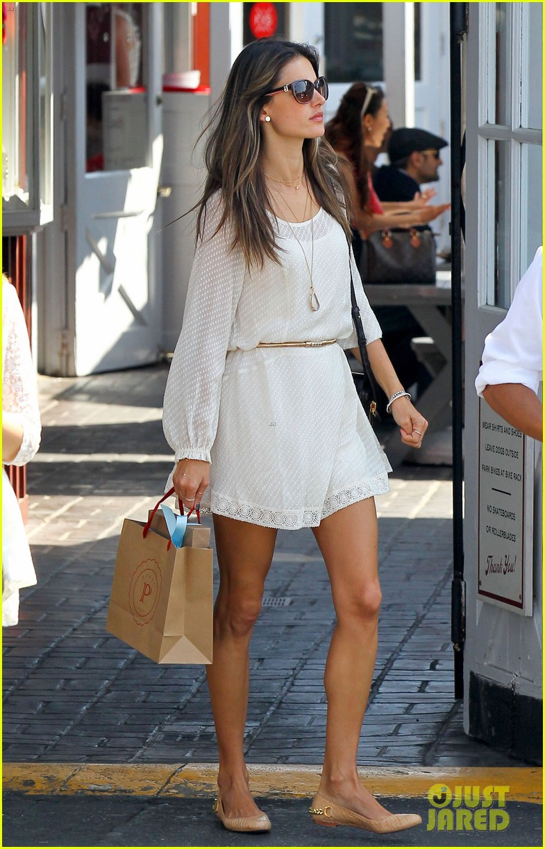 alessandra ambrosio country mart with the kids 012837827