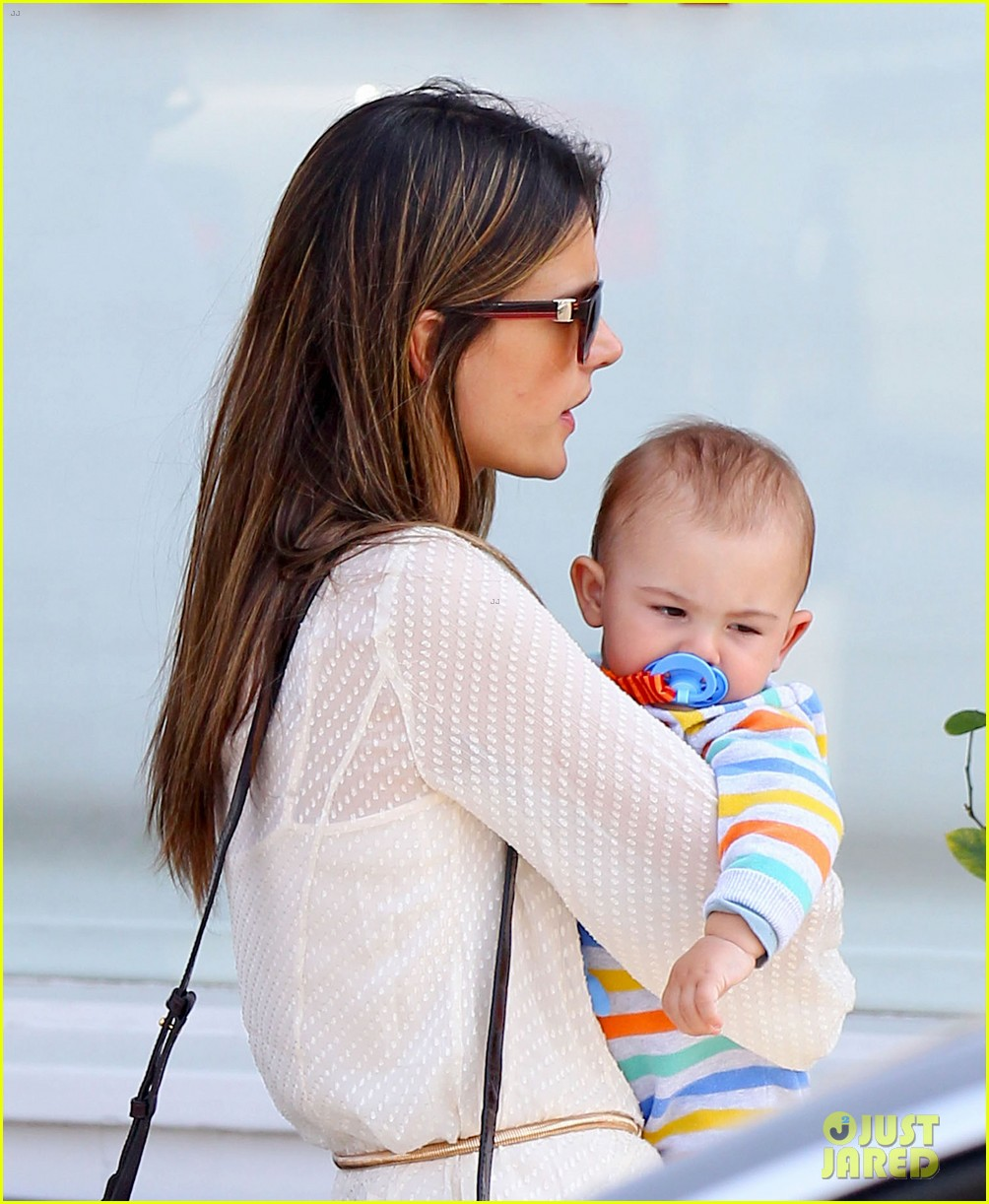 alessandra ambrosio country mart with the kids 11