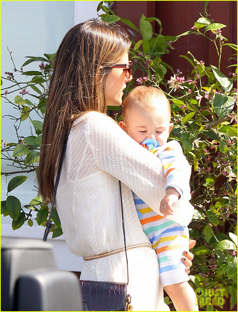 alessandra ambrosio country mart with the kids 122837838
