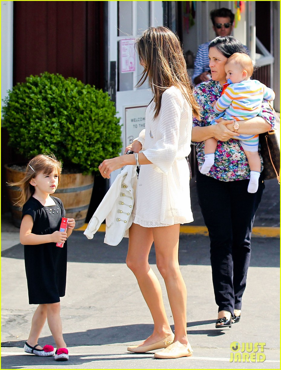 alessandra ambrosio country mart with the kids 152837841