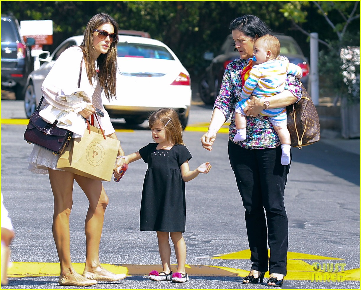 alessandra ambrosio country mart with the kids 17