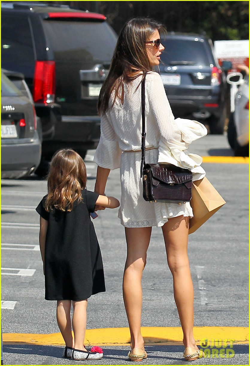 alessandra ambrosio country mart with the kids 18