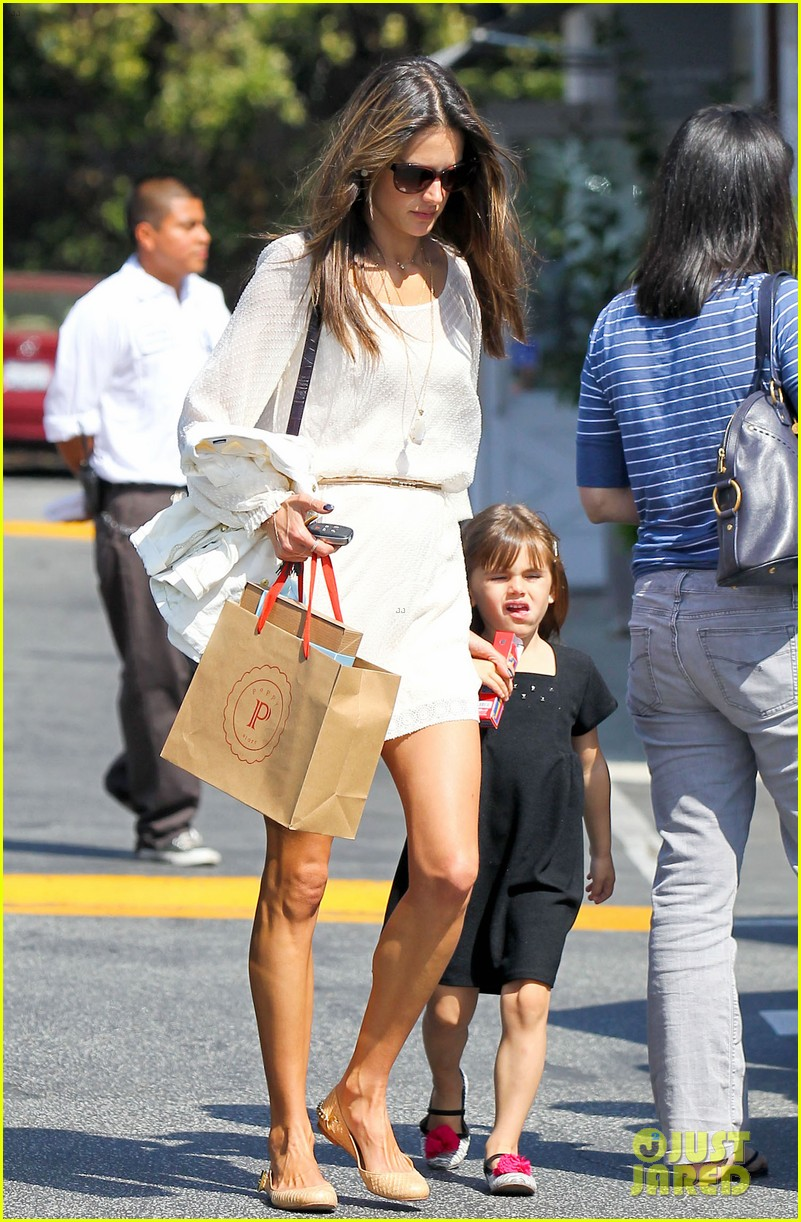 alessandra ambrosio country mart with the kids 202837846