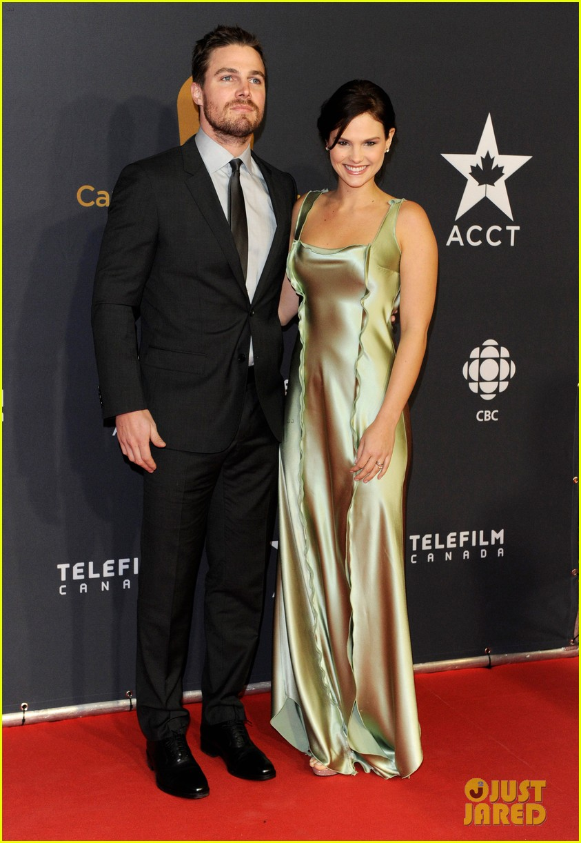 stephen amell kristin kreuk canadian screen awards 042825245