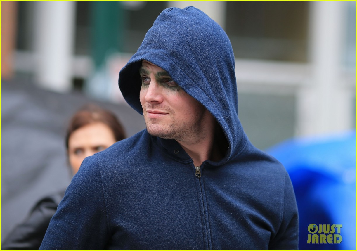 stephen amell arrow season 1 is at a fever pitch 132835098