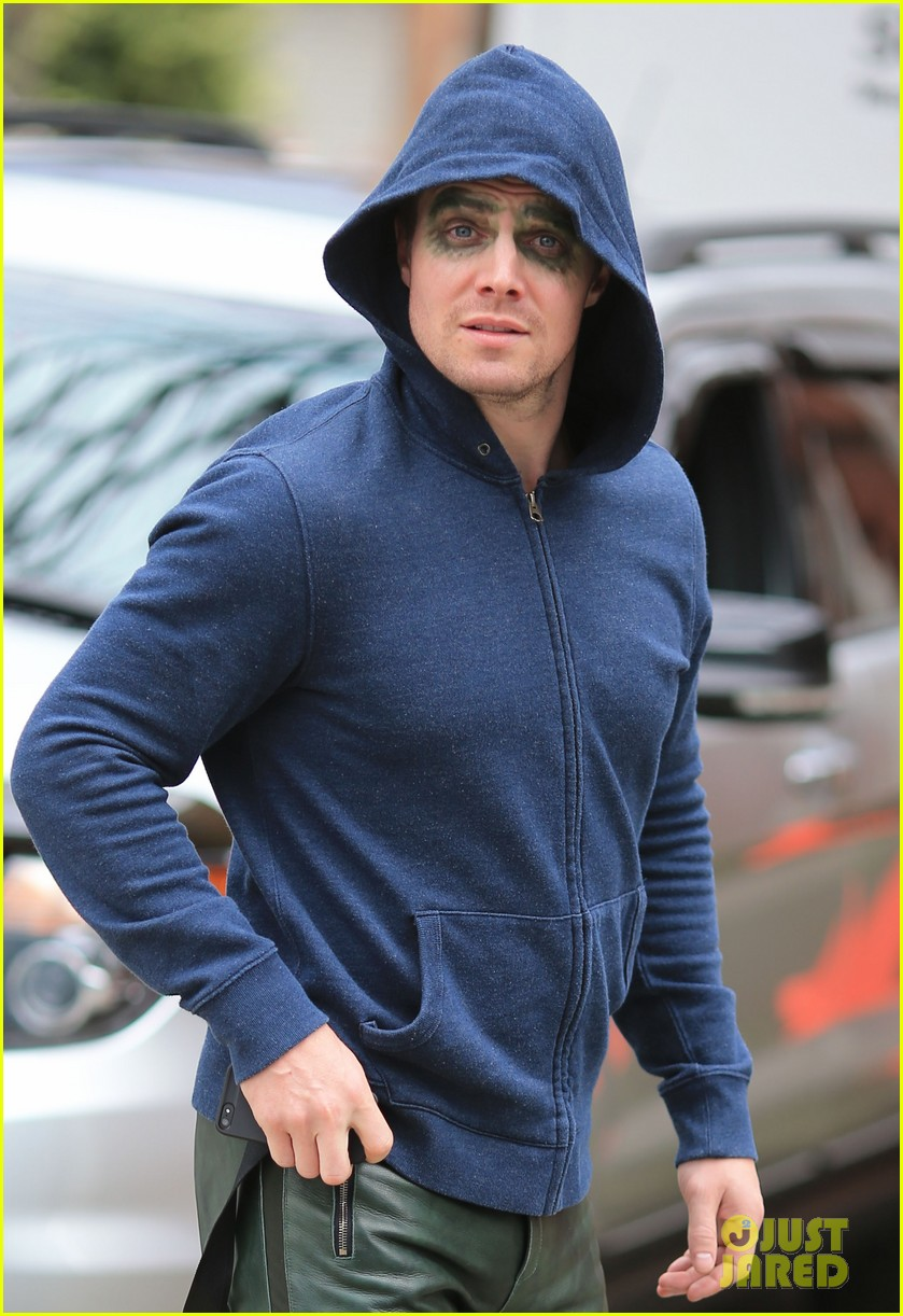 stephen amell arrow season 1 is at a fever pitch 162835101