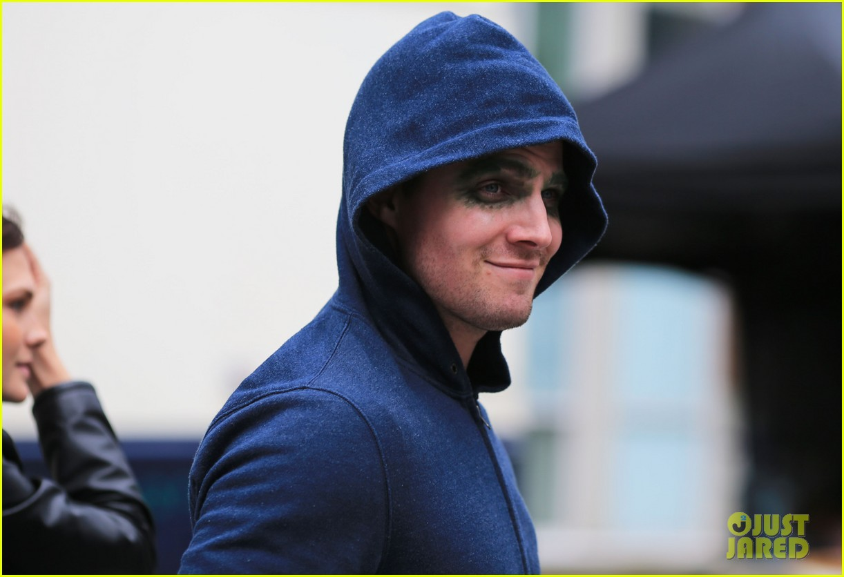 stephen amell arrow season 1 is at a fever pitch 172835102