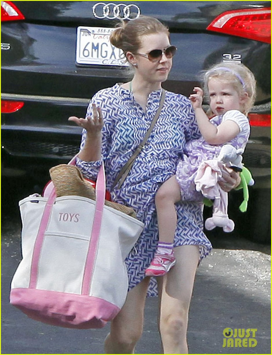 amy adams pool party with daughter aviana 022824108