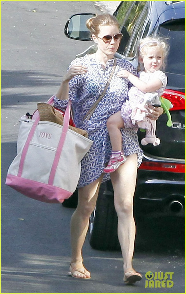 amy adams pool party with daughter aviana 082824114