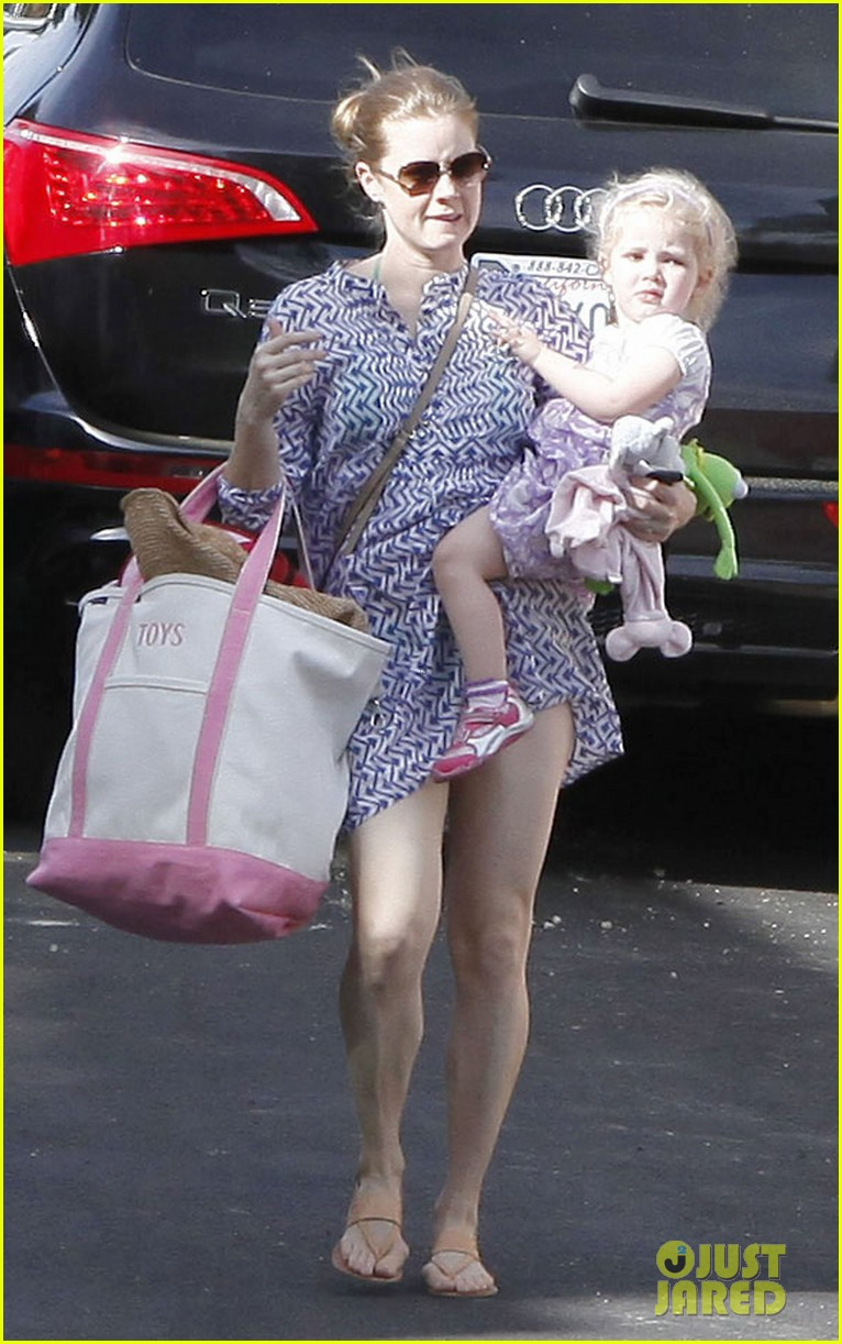 amy adams pool party with daughter aviana 092824115
