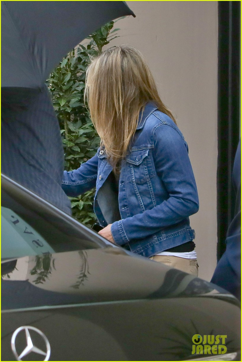 jennifer aniston justin theroux furniture shopping couple 012839561