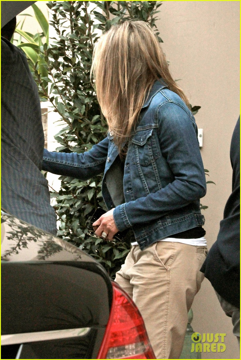 jennifer aniston justin theroux furniture shopping couple 172839577