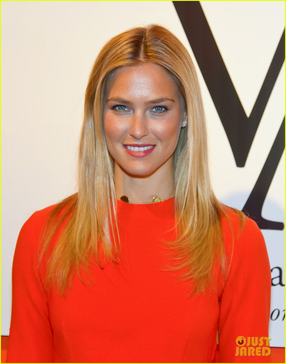 bar refaeli style icon winner at vienna awards 022835608