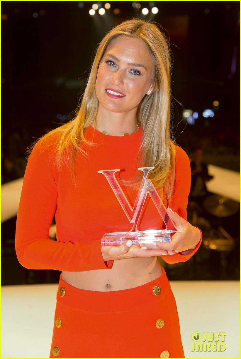 bar refaeli style icon winner at vienna awards 042835610