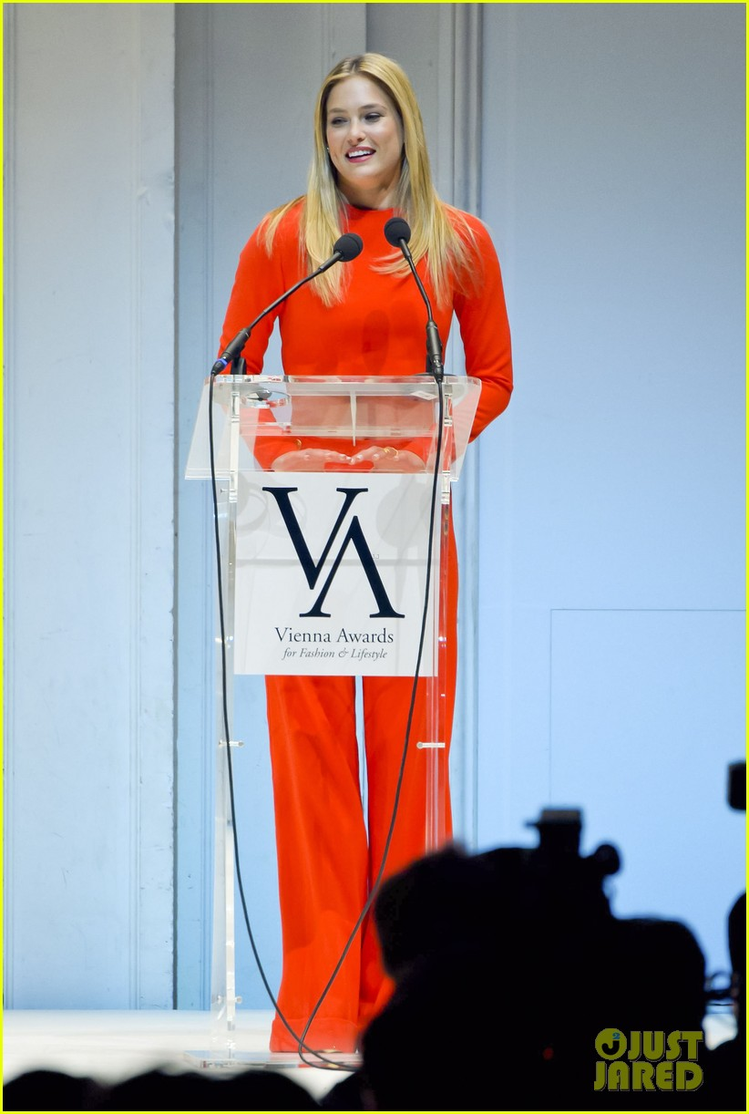 bar refaeli style icon winner at vienna awards 082835614
