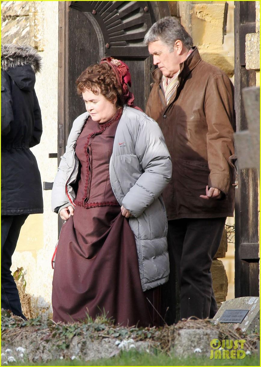Samantha Barks: 'Christmas Candle' Set with Susan Boyle ...