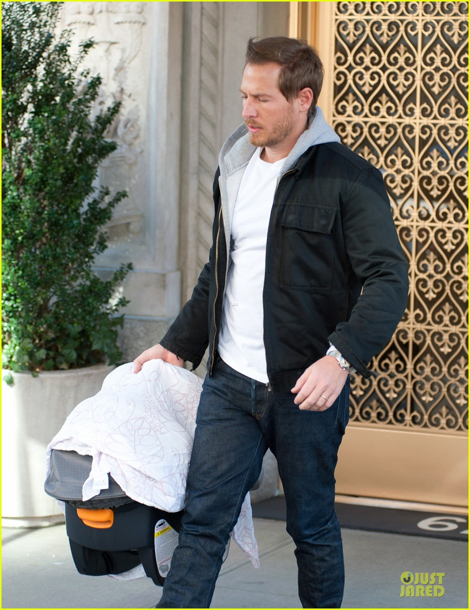 drew barrymore will kopelman apartment exit with olive 102836193