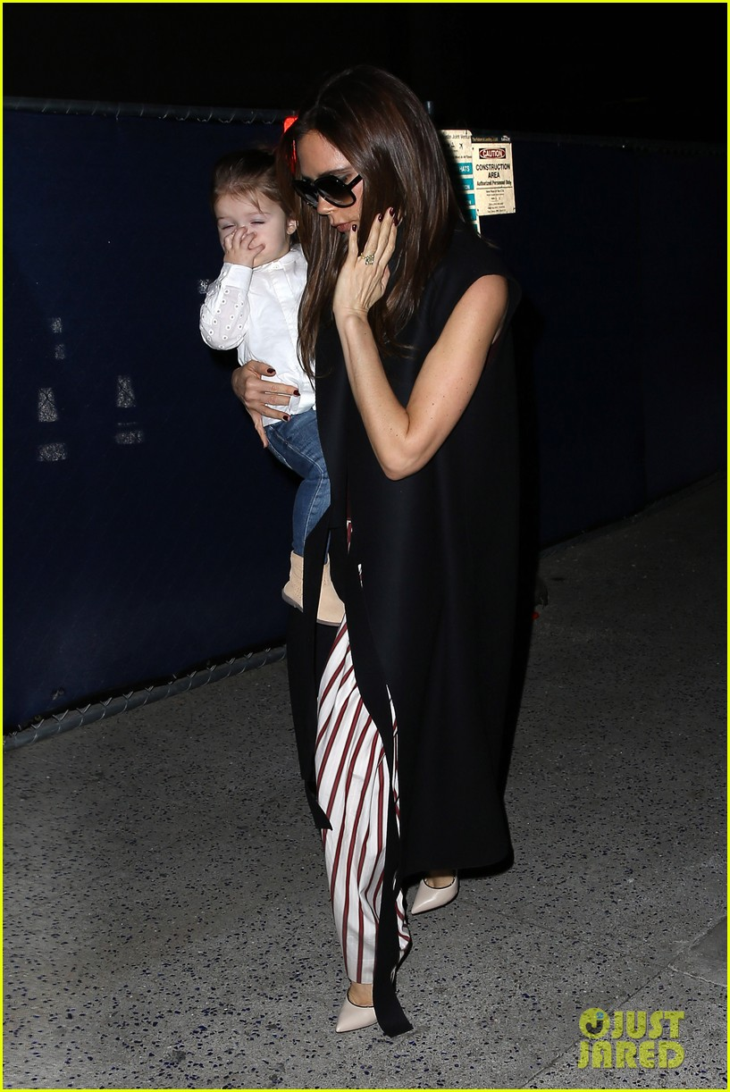victoria beckham kids arrive in la david beckham practices in paris 012839776