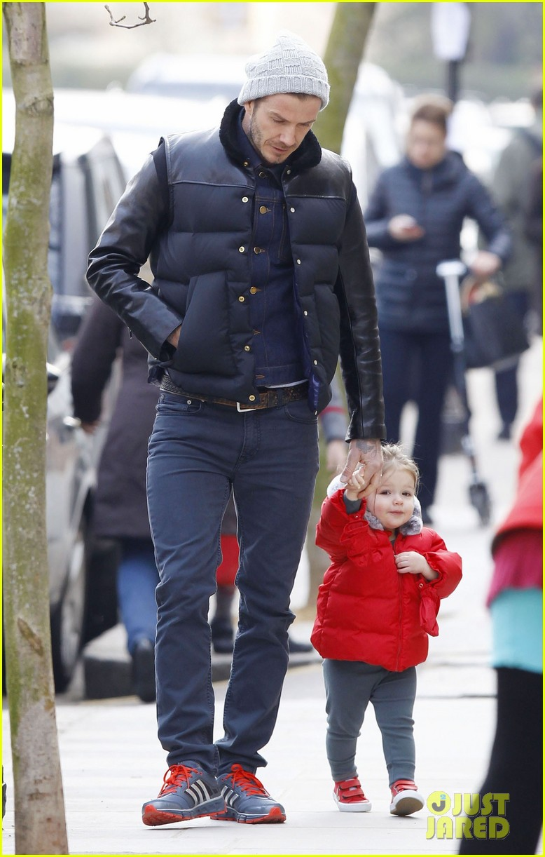 david beckham holding hands with harper 092838661