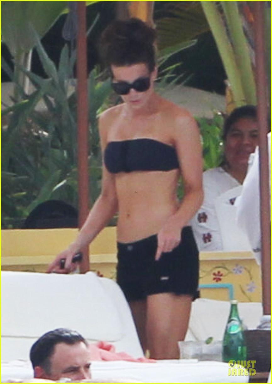 kate beckinsale black white bikini mama 032840165