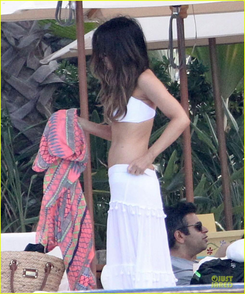 kate beckinsale black white bikini mama 132840175