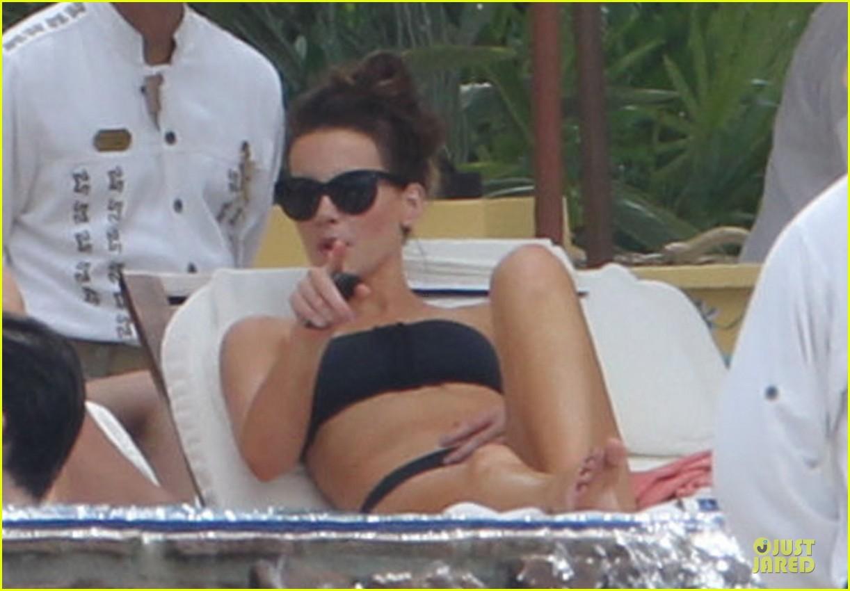 kate beckinsale black white bikini mama 282840190