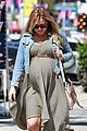 kristen bell baby bumpin monday 02