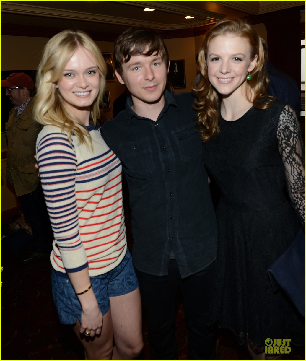 ashley bell sara paxton the bounceback photo op at sxsw 14