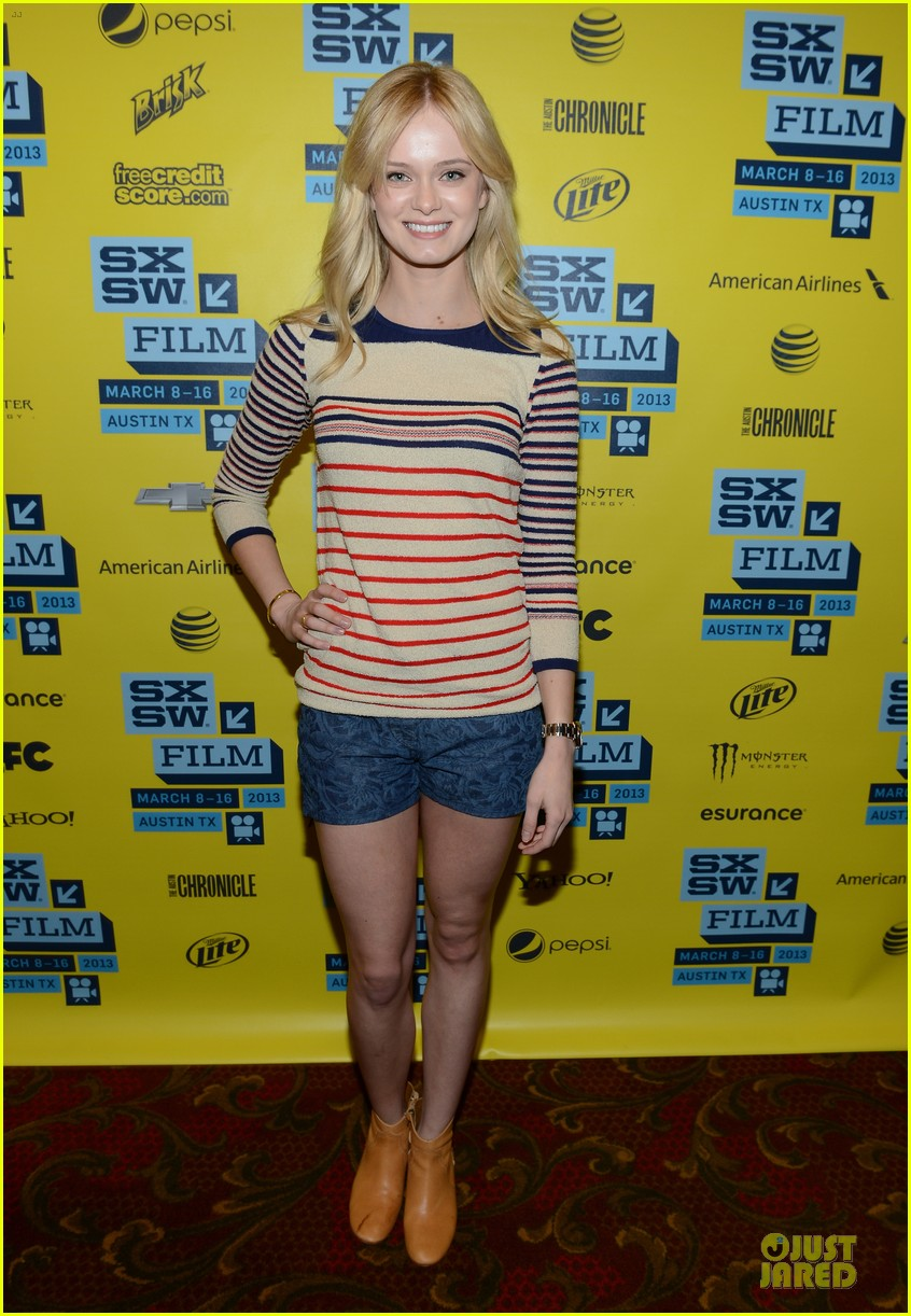 ashley bell sara paxton the bounceback photo op at sxsw 162827853