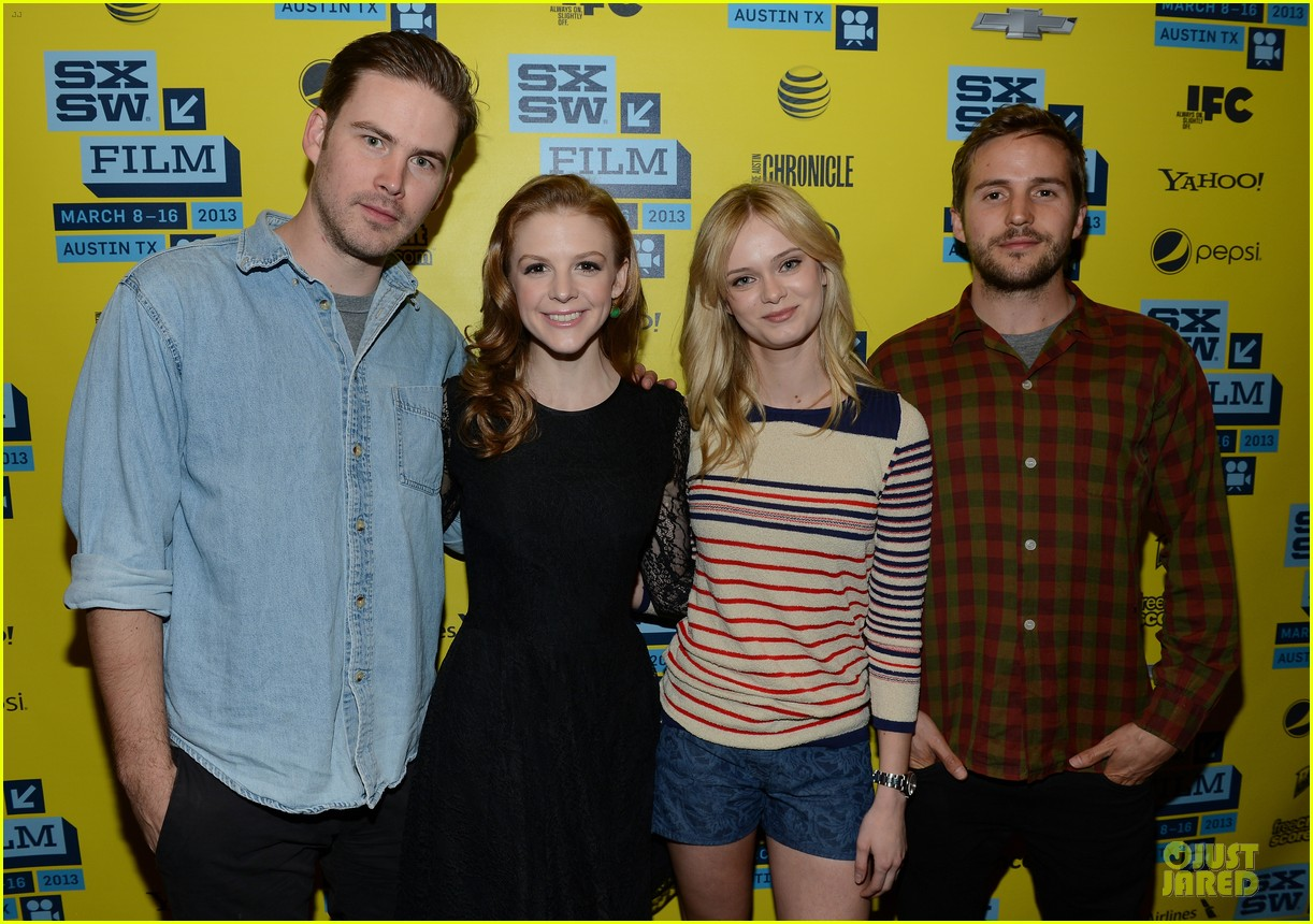 ashley bell sara paxton the bounceback photo op at sxsw 192827856