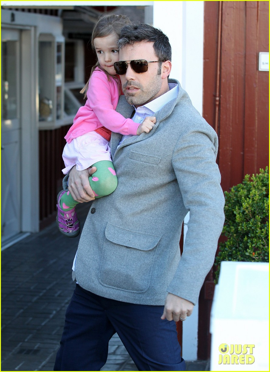ben affleck breakfast stop with seraphina 102823070