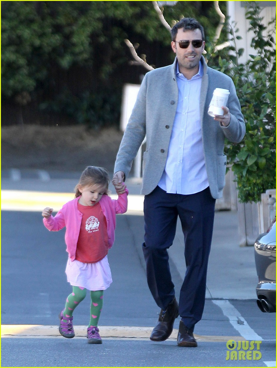 ben affleck breakfast stop with seraphina 112823071