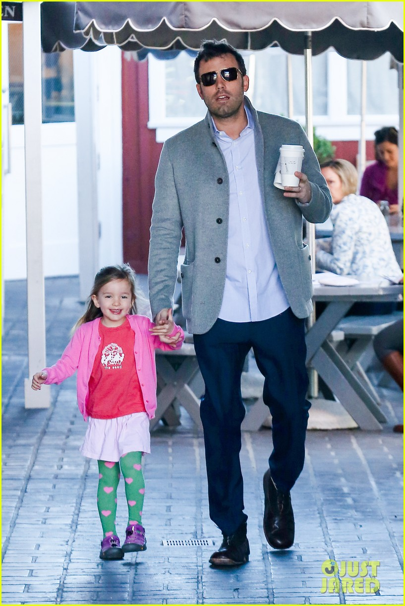 ben affleck breakfast stop with seraphina 182823078