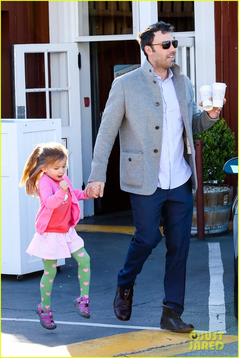 ben affleck breakfast stop with seraphina 192823079