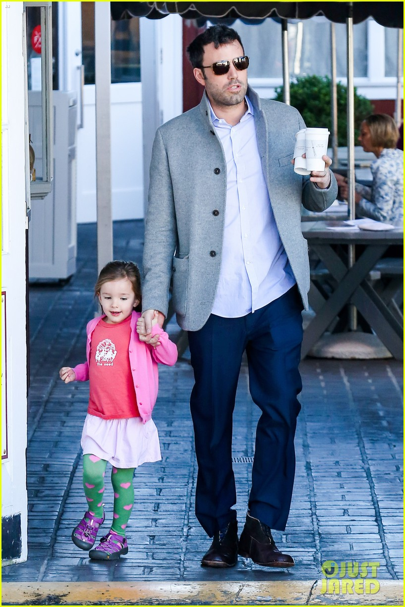 ben affleck breakfast stop with seraphina 202823080